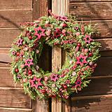 Vianočný veniec zo živej čečiny