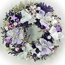 Dekorácie - Vánoční věnec - Fialovo-stříbrné magnolie - 10160089_