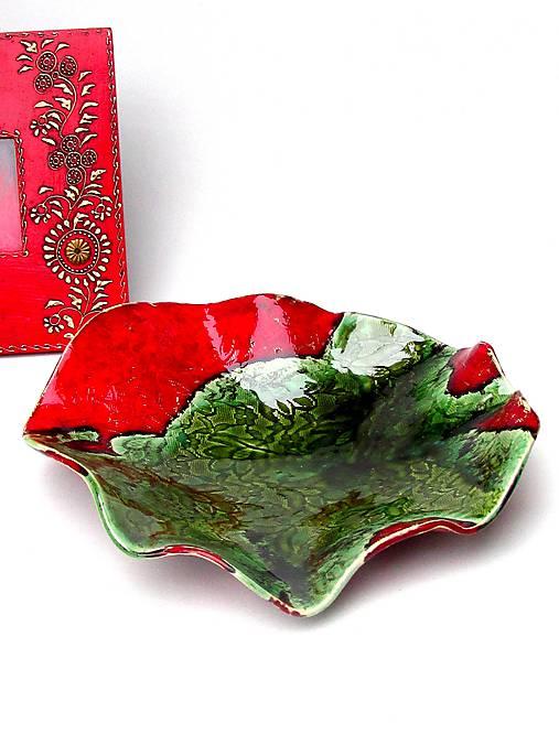 Červeno zelená misa vlnovková