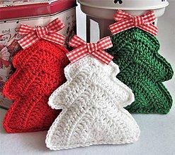 Dekorácie - vianočné stromčeky háčkované (Biela) - 10159446_