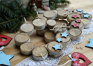 Dekorácie - Vianočný venček z koliesok konárov - 10161275_