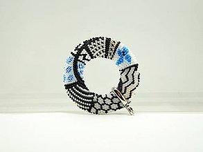 Náhrdelníky - Háčkovaný prívesok Donut Motýľ - 10164135_