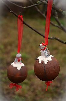 Dekorácie - Vianočná guľa so škrečkom - závesná dekorácia - 10167352_