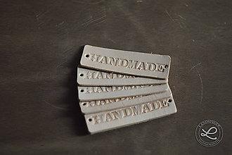 Materiál ručne robený - Kožený štítok s nápisom