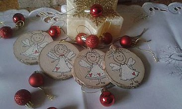 Dekorácie - Vianočný anjelik na drevenom koliesku - 10173234_