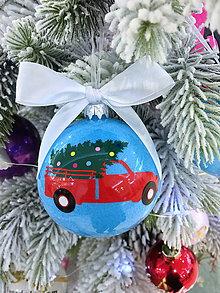 Dekorácie - Vianočná guľa s autom - 10173593_