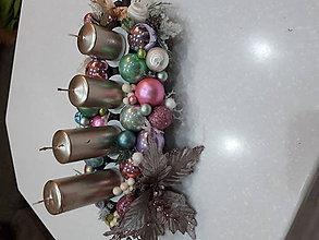 Dekorácie - Adventny angažmán so sviečkami vo farbach - 10172473_