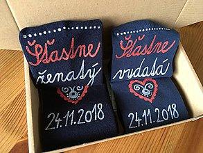 Obuv - Maľované ponožky pre novomanželov / k výročiu svadby (svetlejšie modré+tmavšie modré) - 10169824_