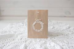 Papiernictvo - Papierové darčekové vrecúško biely venček - 10172346_