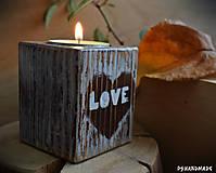 """Svietidlá a sviečky - Malý smrekový svietnik """"Love"""" - 10177372_"""