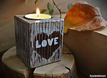 """Svietidlá a sviečky - Malý smrekový svietnik """"Love"""" - 10177373_"""
