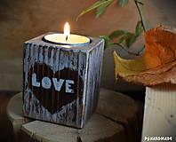 """Svietidlá a sviečky - Malý smrekový svietnik """"Love"""" - 10177374_"""