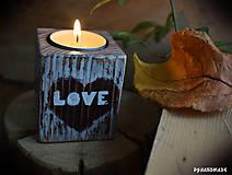 """Svietidlá a sviečky - Malý smrekový svietnik """"Love"""" - 10177375_"""
