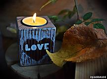 """Svietidlá a sviečky - Malý smrekový svietnik """"Love"""" - 10177376_"""