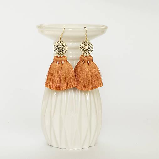 Zlaté náušnice s oranžovými strapcami
