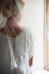 Ozdoby do vlasov - Romantic chic -strihaný závoj s krajkou - 10177517_