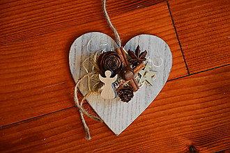 Dekorácie - Prírodné drevené vianočné srdce s anjelikom - 10174828_