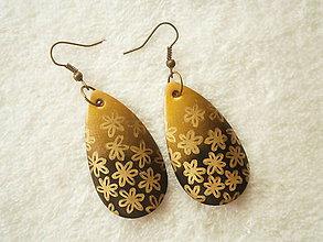 Náušnice - Náušnice z polyméru, zlaté kvietky - 10174367_
