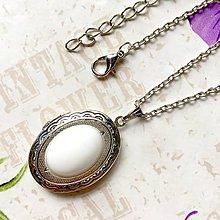 Náhrdelníky - White Jade Locket Necklace / Oválny otvárací medailón s bielym jadeitom /1257 - 10179906_