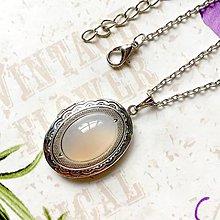 Náhrdelníky - Oval Grey Agate Locket Necklace / Oválny otvárací medailón so šedým achátom /1258 - 10179913_