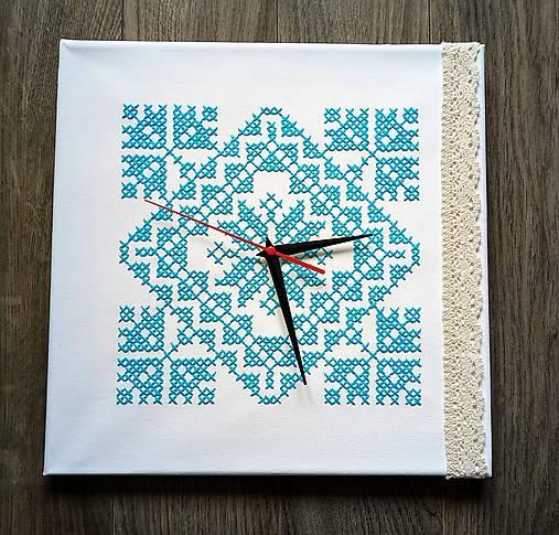 Vyšívané hodiny