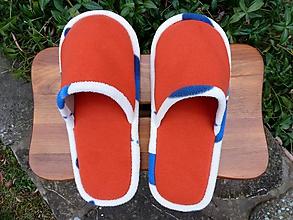 Obuv - Oranžové papuče s modrobielym lemom - 10181884_