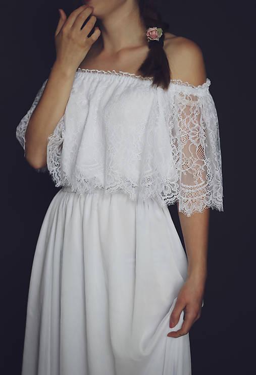 Svadobné šaty s krajkovým volánom