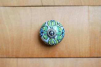 Komponenty - Nábytková úchytka zeleno - modrými kvetmi - 10178841_