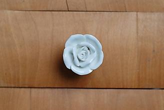 Komponenty - Nábytková úchytka biely kvet - 10178872_