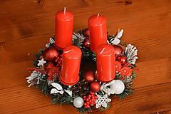 - Červeno biely adventný veniec s drevenými ozdobami 28cm - 10179657_