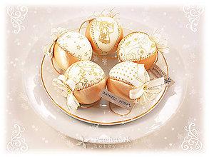 Dekorácie - Vianočné gule patchworkové - Zlato-smotanová sada - 10179966_