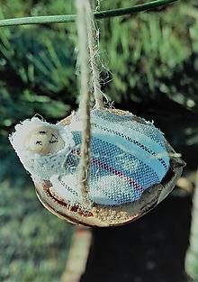 Dekorácie - Vianočný oriešok _ bábätko v perinke I. - 10184991_