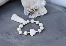 Náramky - Minerálny náramok so strapcom- White Love - 10185950_