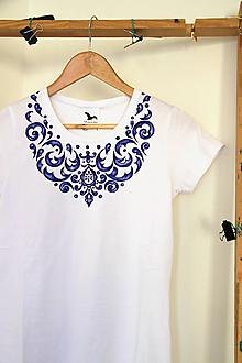 Tričká - Maľované tričko s modrým ornamentom... - 10184316_