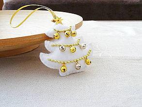 Dekorácie - Vianočný stromček s roľničkami - 10189951_