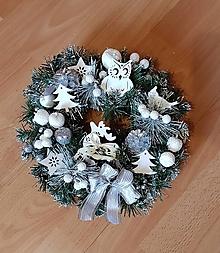 Dekorácie - vianočný veniec na dvere bielo-strieborný 29 cm - 10188587_