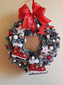 Dekorácie - vianočný veniec na dvere sivo-červený s korčuľami 28 cm - 10188616_