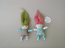 Magnetky - Dievčatko - textilná magnetka - 10189532_