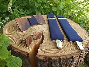 Doplnky - Pánsky drevený motýlik, manžetové gombíky a traky - 10188793_