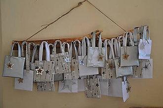 Dekorácie - Adventný kalendár strieborný taštičkový - 10189324_