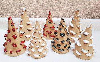 Dekorácie - Keramické vianočné stromčeky. - 10190914_