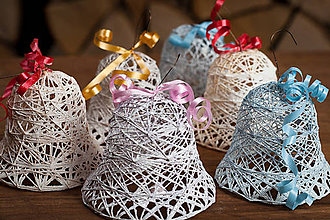 Dekorácie - Zvončeky vianočné, biele, zasnežené - 10188768_