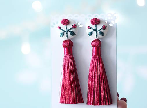 Náušnice so strapcom a vyšívanými ružami
