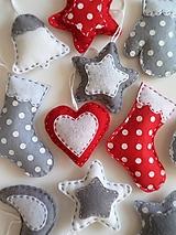 Dekorácie - Vianočná kolekcia v červenej, bielej a sivej - 10194720_