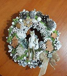 Dekorácie - vianočný veniec s veveričkami - 10193911_