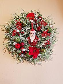 Dekorácie - zasnežený vianočný veniec červeno-zelený s Mikulášom 35 cm - 10195770_