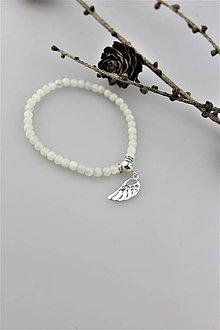 Náramky - mesačný kameň náramok s anjelským krídlom (striebro) - 10195246_