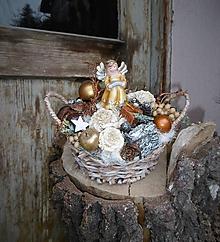Dekorácie - Vianočná dekorácia s anjelikom v košíčku - 10202087_