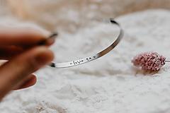 Náramky - Tenký oceľový náramok lubim ta - 10202202_