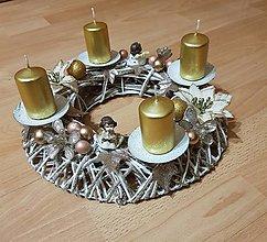 Dekorácie - adventný veniec zlatý s anjelikmi - 10199138_
